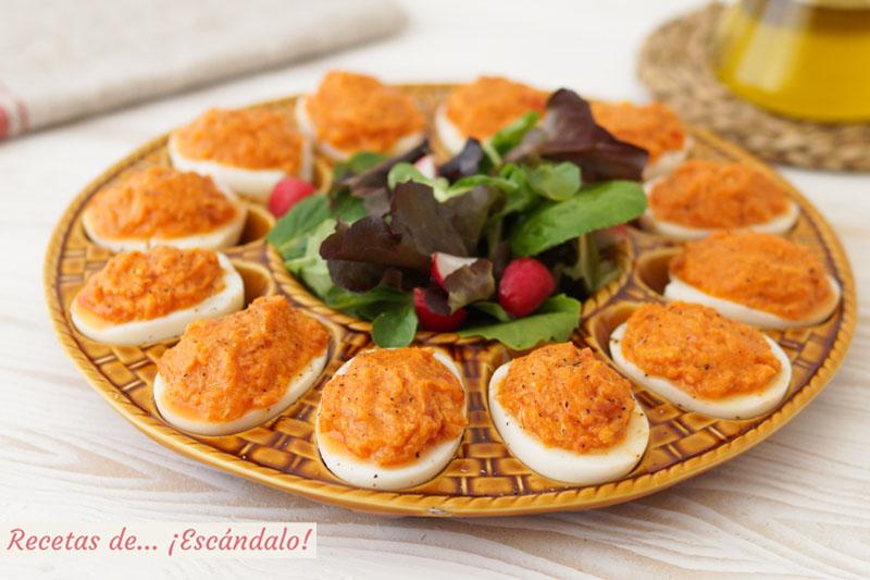 Huevos rellenos de atun y tomate. Receta de aperitivo muy facil
