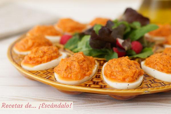 Receta de huevos rellenos de atun y tomate, un aperitivo muy facil