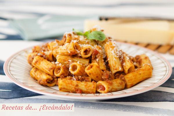 Receta de rigatoni con salsa bolonesa, una pasta deliciosa