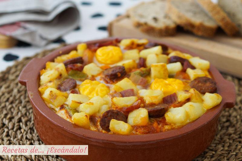 Huevos a la flamenca con chorizo y patatas