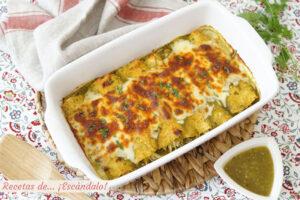 Receta de enchiladas de pollo con salsa verde y queso, al estilo suizas