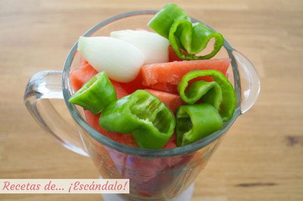 Ingredientes para el gazpacho de sandia