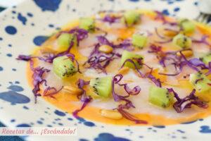 Carpaccio de bacalao con kiwi y salmorejo. Receta saludable y original