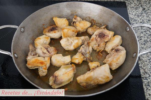 Pollo dorado para arroz