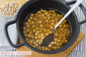 Como cocer garbanzos en olla tradicional o rapida. Tiempos y trucos