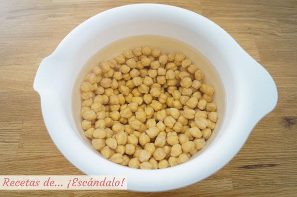 Receta para cocer garbanzos en olla tradicional o rapida. Tiempos y trucos