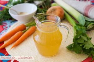 Caldo de verduras casero y facil
