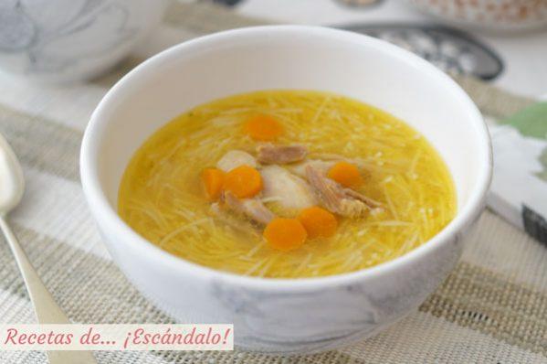 Receta de sopa de pollo con caldo de pollo casero, irresistible