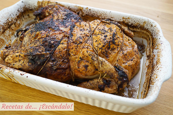 Como hacer pollo relleno deshuesado al horno con salsa de cebolla y sus jugos