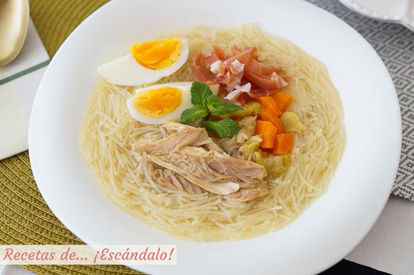 Como hacer sopa de picadillo con pollo, huevo y jamon. Receta tradicional andaluza
