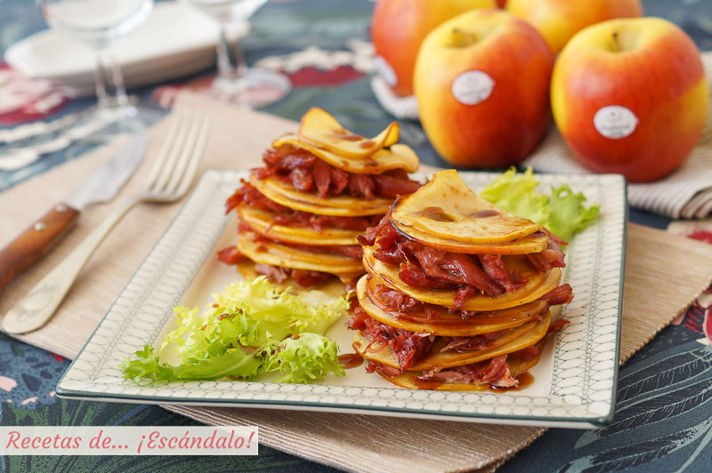 Timbal de manzanas y confit de pato con reduccion de vino