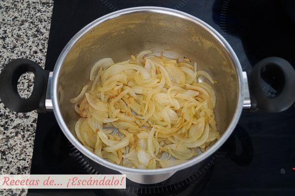 Cebolla salteada para pollo tikka masala