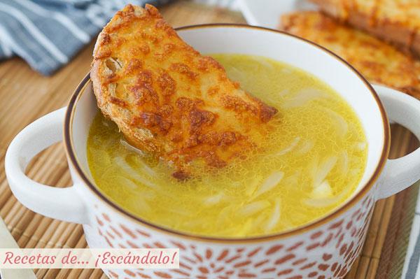 Como hacer sopa de cebolla francesa con queso gratinado. Receta facil y tradicional
