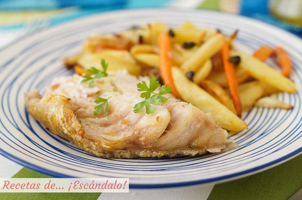 Receta de mero al horno con patatas, zanahorias y chalotas