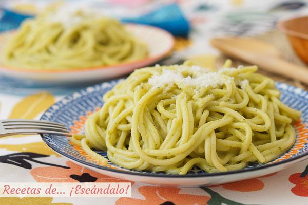 Receta de espagueti verde con chiles poblanos, muy facil y rica