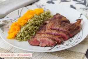 Pluma ibérica a la plancha con arroz a la albahaca y zanahorias al vapor