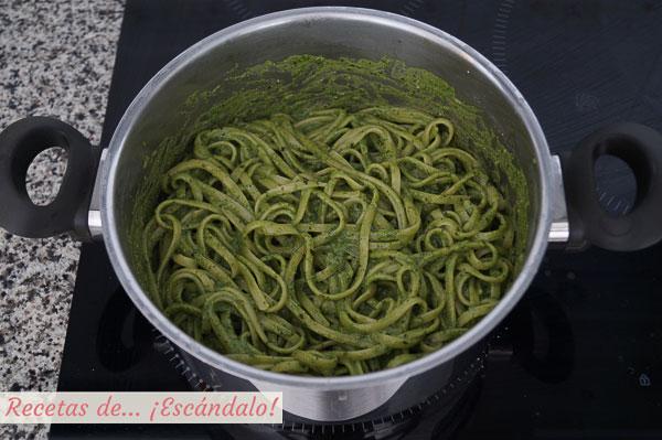 Tallarines verdes peruanos