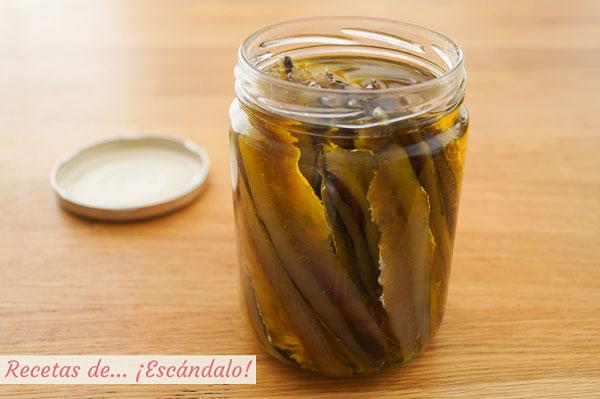 Anchoas caseras en salazon con aceite de oliva