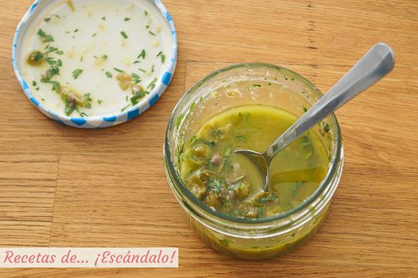Vinagreta de anchoas y alcaparras para ensalada