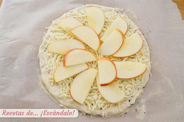 Pizza casera con manzana
